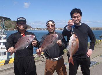 代島さん(51㎝)横田さん(57㎝)熊谷さん(46㎝)2019.04.28.jpg